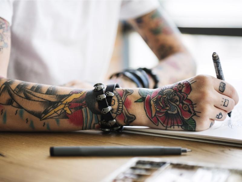 Czy wykonanie tatuażu jest bolesne? Wiemy, które miejsca są najbardziej czułe!