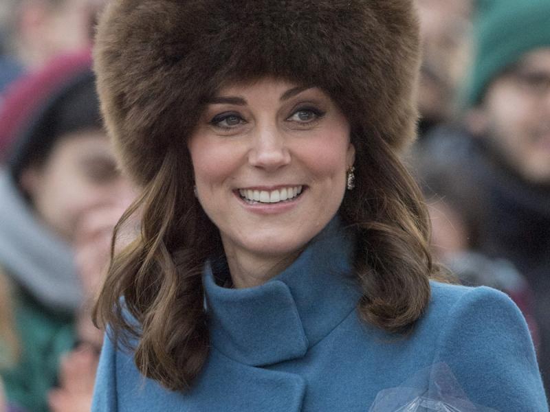 Dlaczego księżna Kate nigdy nie zdejmuje płaszcza podczas oficjalnych spotkań?