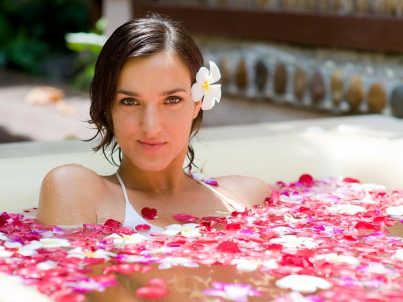 Działanie wody kwiatowej na skórę