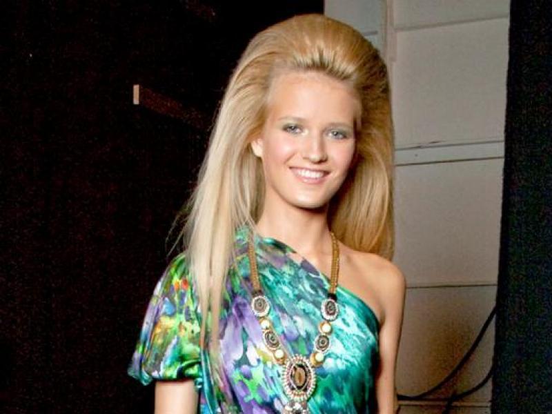 Ekspresowa fryzura w stylu lat 80.