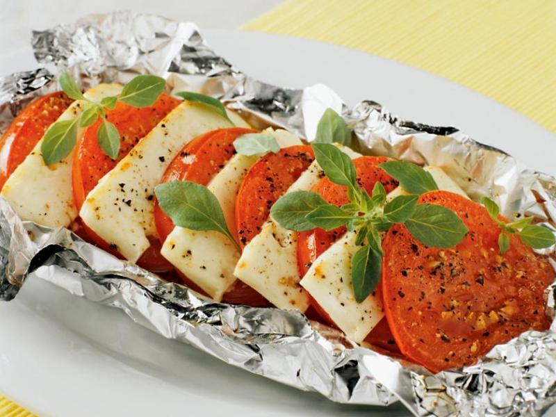 Feta z pomidorami z grilla