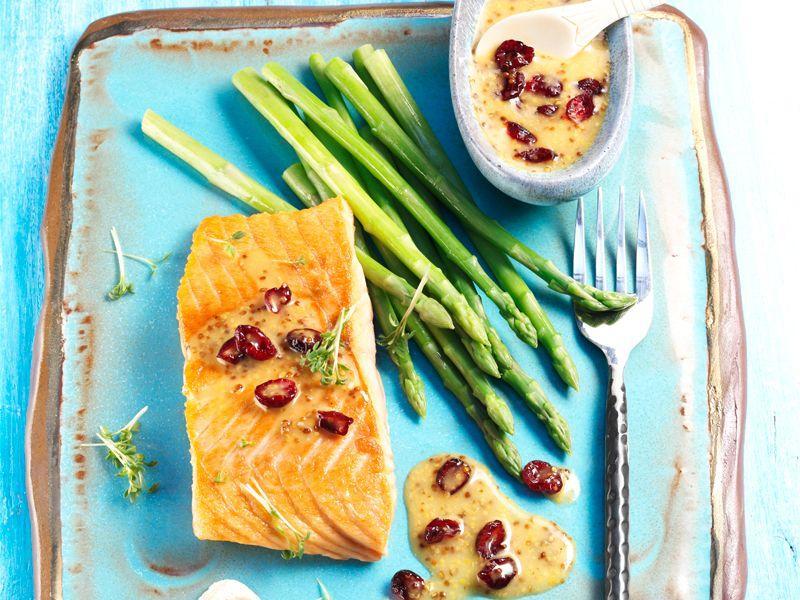 Filet z łososia w sosie