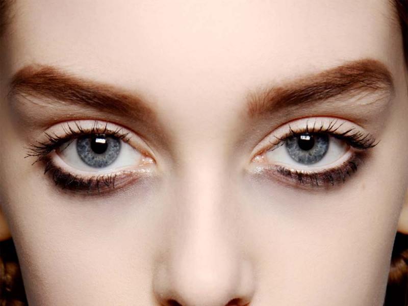 Modny Makijaż Oczu Kreska Na Dolnej Powiece Twarz I