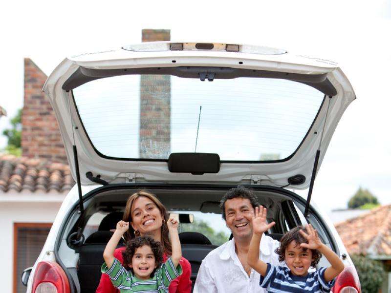 Kilkugodzinna jazda samochodem potrafi zmęczyć niejednego dorosłego, a co dopiero dziecko! Oto kilka gadżetów, które sprawią, że podróż będzie sympatyczna nie tylko dla naszych pociech, ale także dla nas