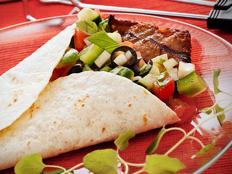 Tortilla Z Warzywami I Wieprzowina Przepis Skladniki I