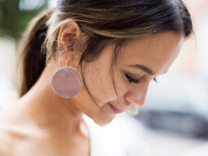 Henna do brwi to błyskawiczny sposób na poprawę wyglądu. Jak ją używać?