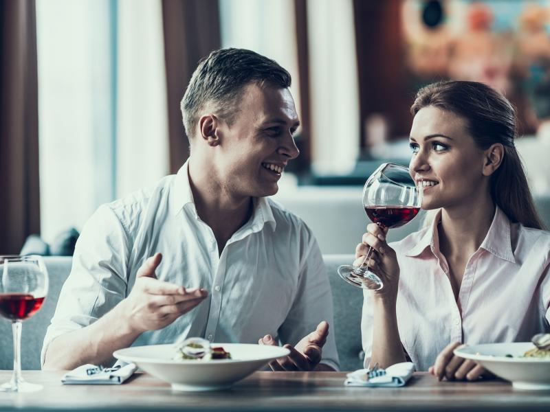 Pary randkowe pokazują na lisie
