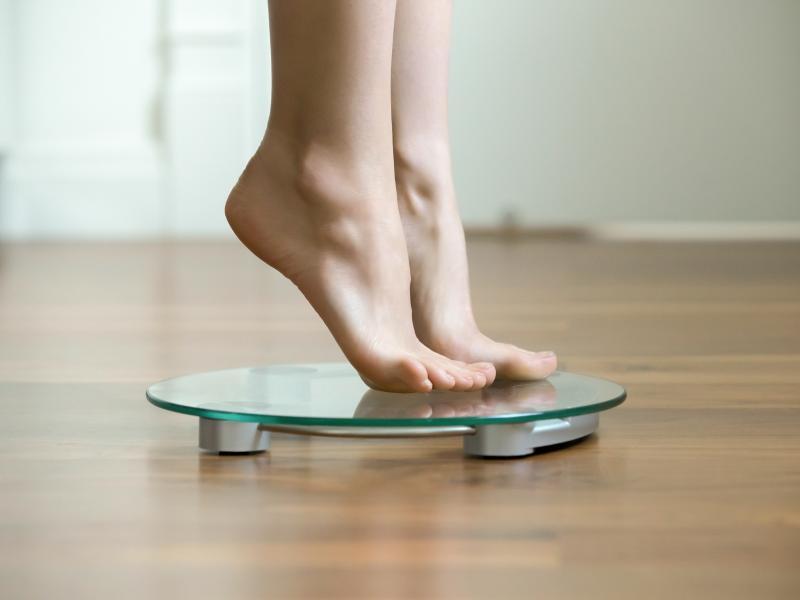 """Ile """"powinnaś"""" ważyć? Czy idealna masa ciała istnieje? Rozważania dietetyka"""