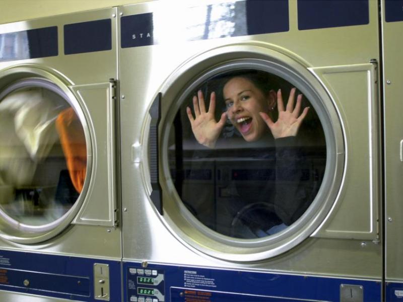 Jak bezpiecznie prać ubrania?