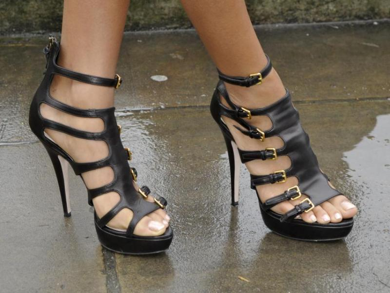 Jak chodzić w butach na obcasach