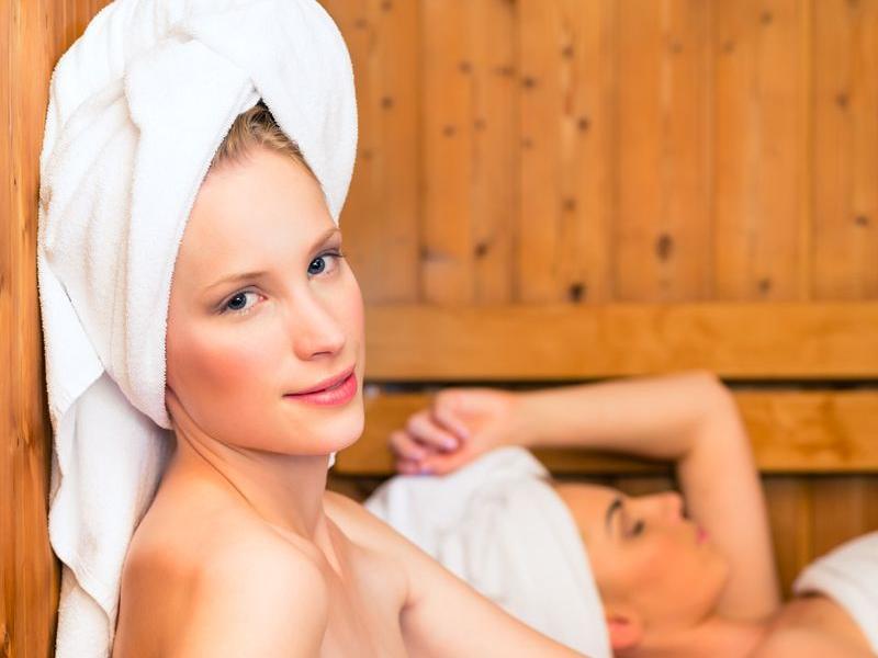 Jak chronić włosy w saunie fińskiej?