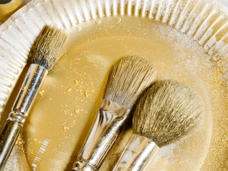 Jak czyścić pędzle do makijażu?