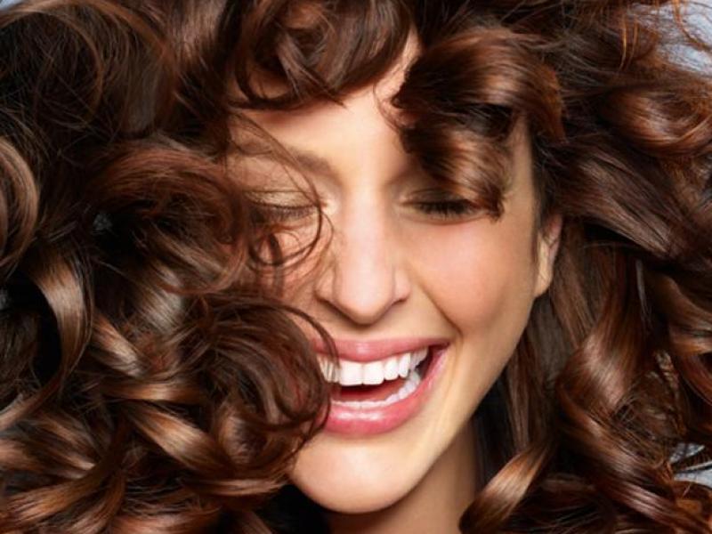 Jak Dbać O Kręcone Włosy Fryzury Polkipl