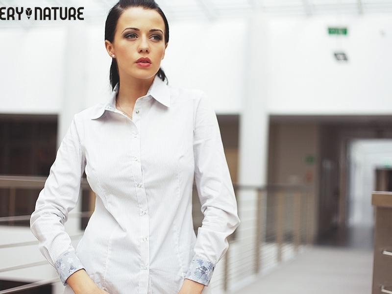 Jak dobrać białą koszulę do typu urody?