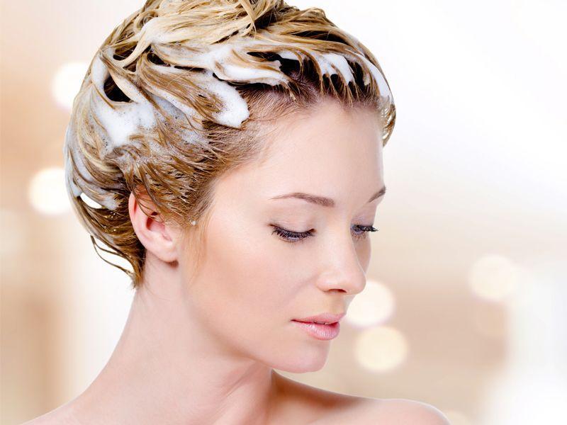 Jak dobrze stosować szampon do włosów?