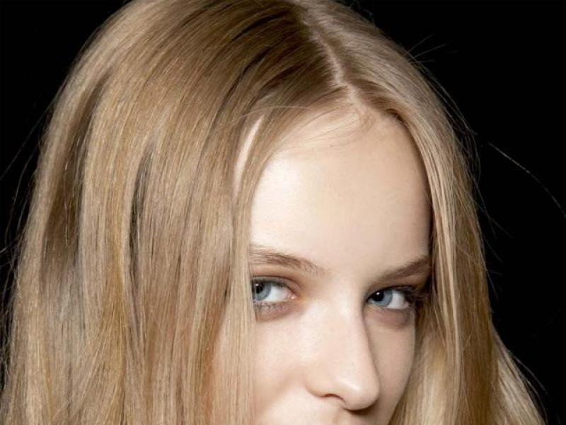 Jak dodać blasku suchym włosom