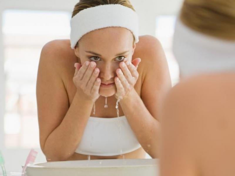 Jak i kiedy zmywać makijaż