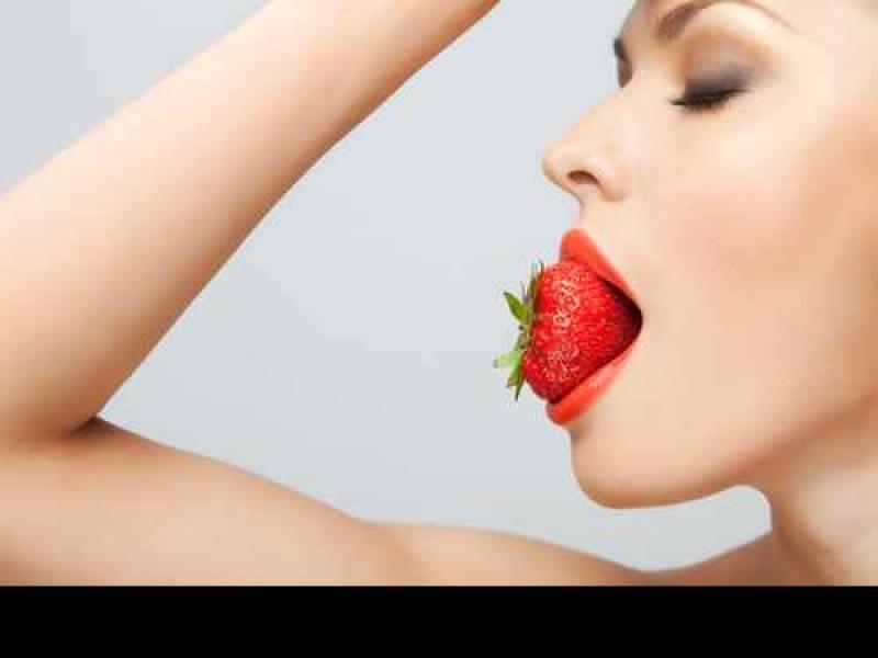 Jak jedzenie wpływa na cerę?