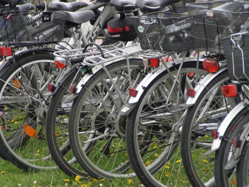 Jak miasta oszczędzają na rowerzystach