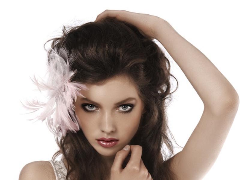 Jak nadać włosom objętości?