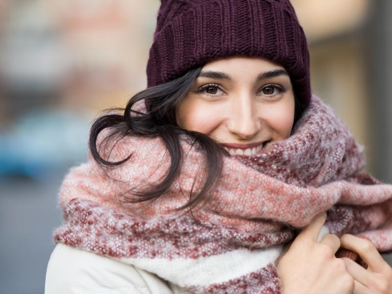 Jak nosić czapkę zimową?