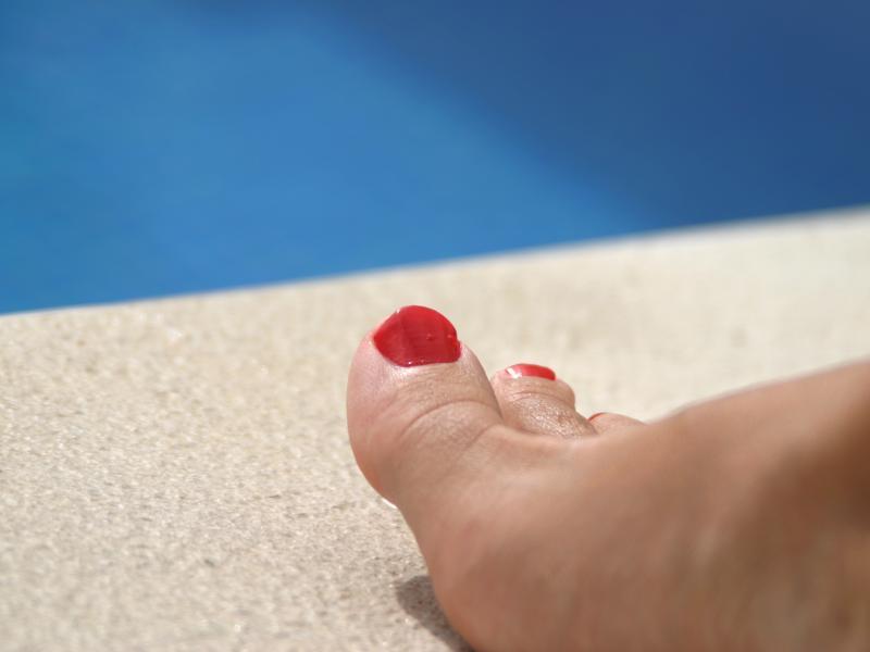 Aby pozbyć się odcisków, należy często poddawać stopy zabiegom pielęgnacyjnym