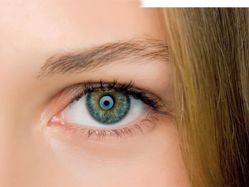 Jak pielęgnować okolice oczu