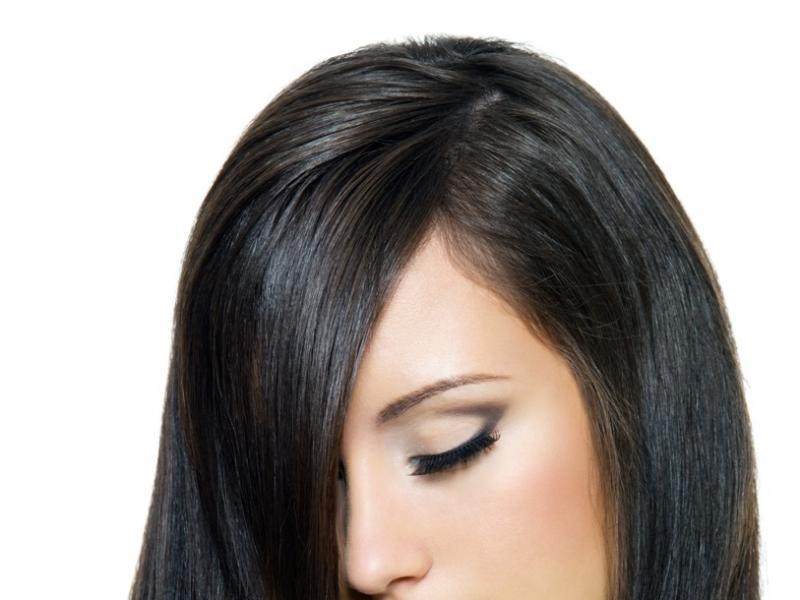 Jak pielęgnować włosy wiosną?