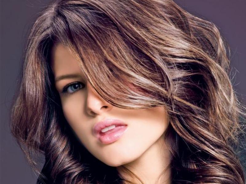 Jak pielęgnować zniszczone włosy