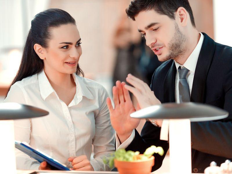 Kobiety doceniają mężczyzn naturalnie pewnych siebie, świadomych.