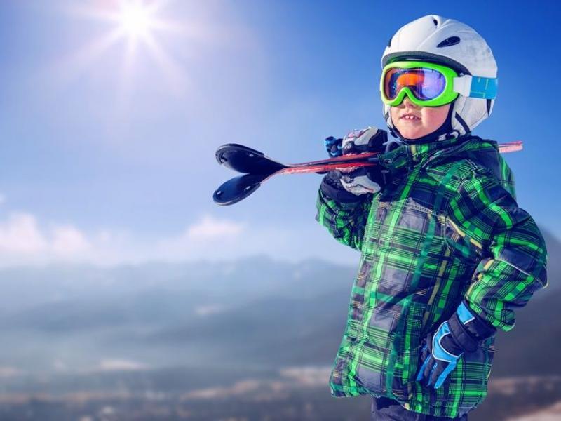 Jak przygotować dziecko do jazdy na nartach lub snowboardzie?