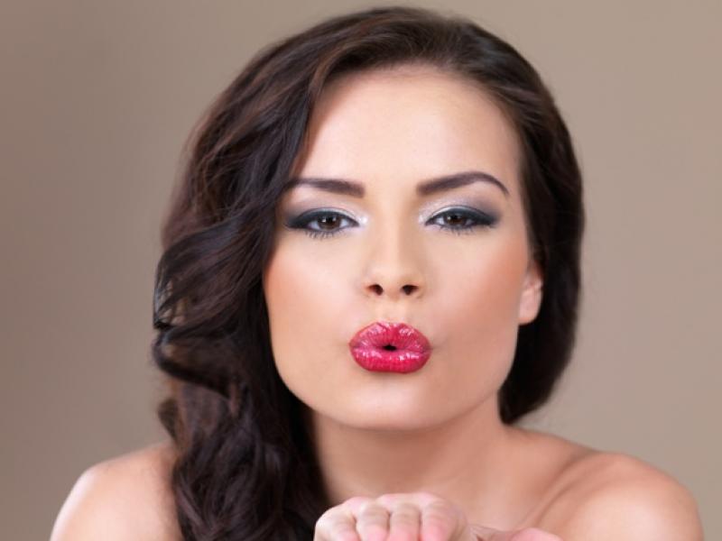 Jak skorygować makijażem wystające kości żuchwy?