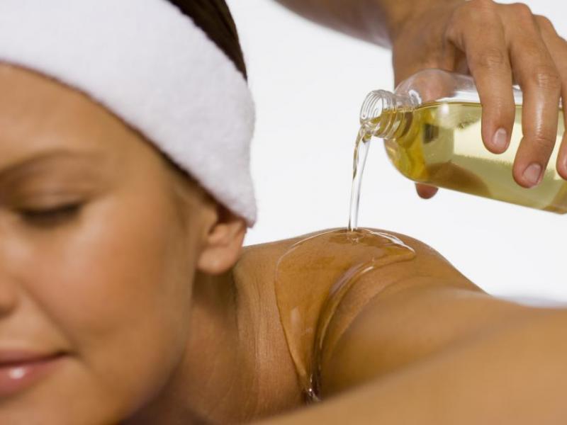 Jak sporządzić olejek do masażu
