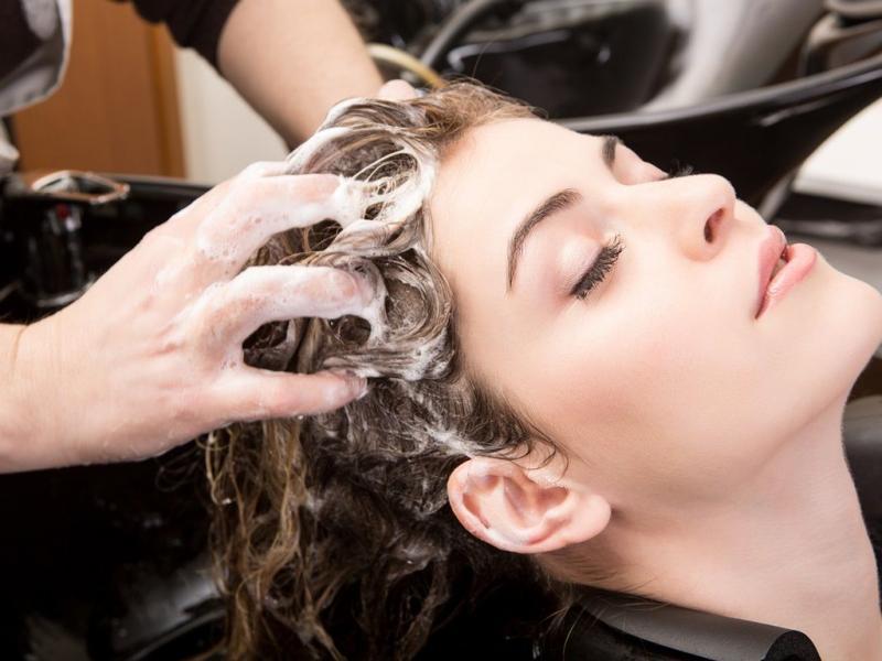 Jak substancje z kosmetyków wnikają we włosy?
