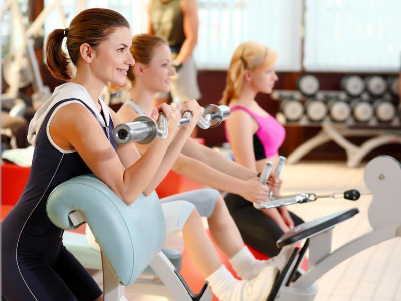 Jak ujędrnić i wzmocnić ciało na siłowni?