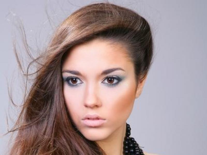 Jak ukryć przemęczenie makijażem?