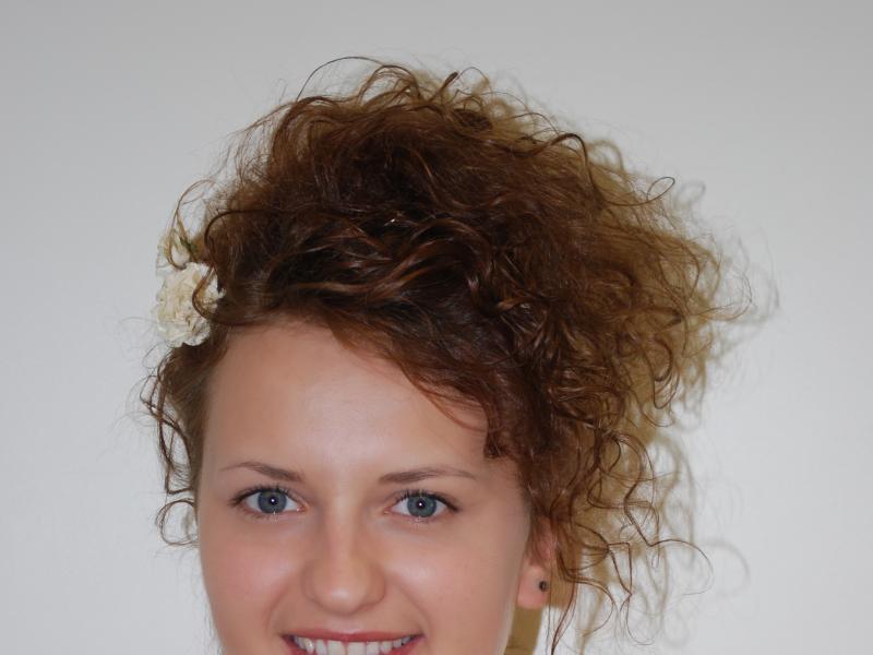 Jak Upiąć Fryzurę Z Kręconych Włosów Fryzury Polkipl