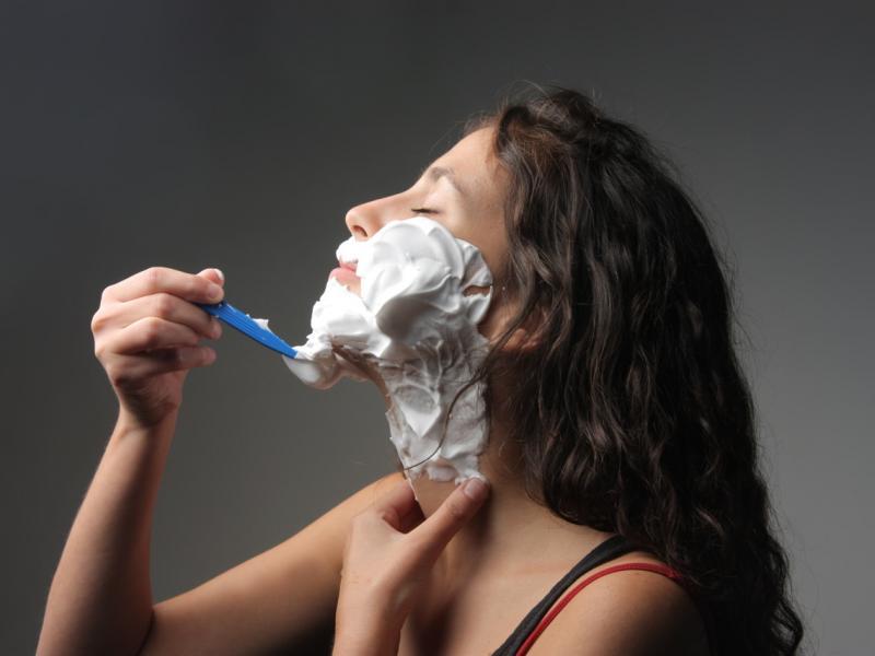 Jak usunąć włosy na twarzy?