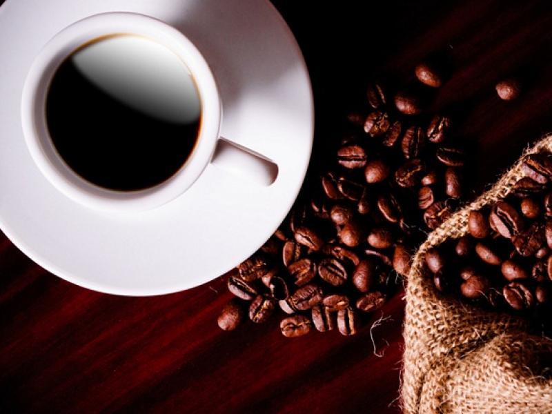 filiżanka z kawą, kawa, ziarna kawy/ fot. Fotolia