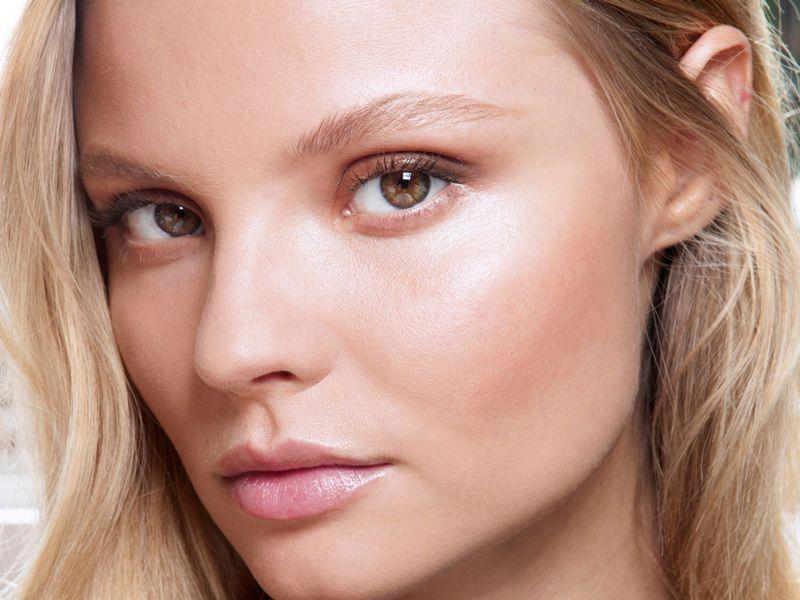 Jak wykonać makijaż nude?