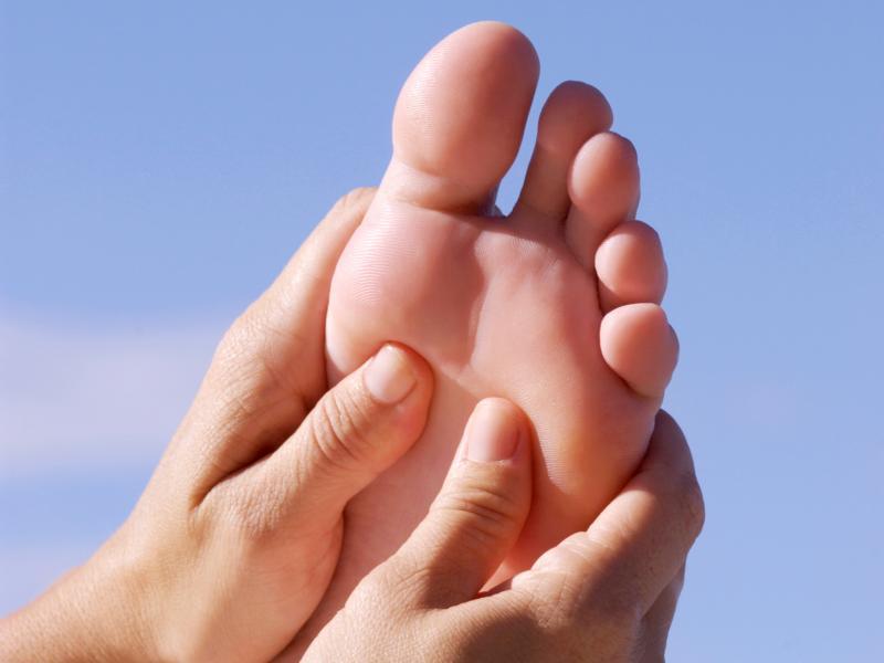 Jak za pomocą masażu dbać o stopy nie tylko zimą?