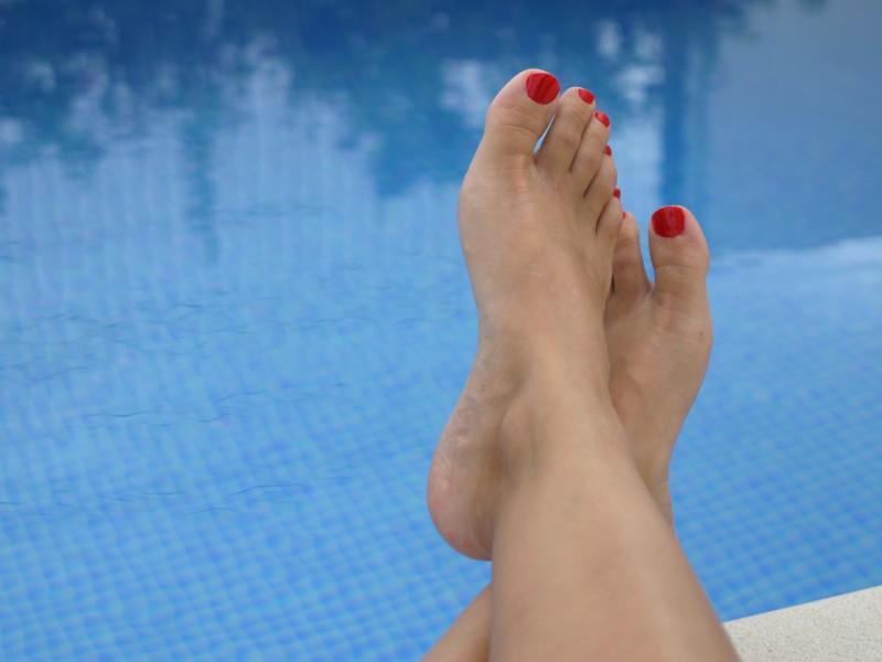 Jak zadbać o stopy za pomocą regenerujących maseczek?