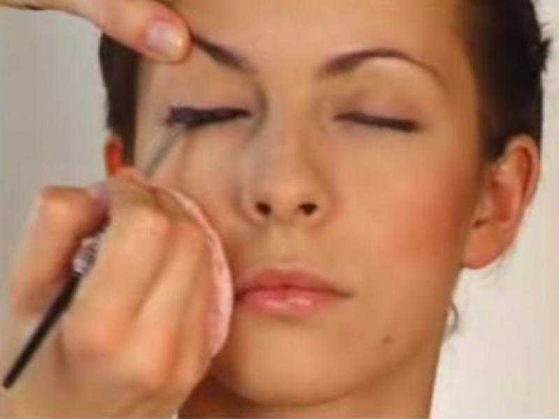 Jak zrobić przydymione oko (video)