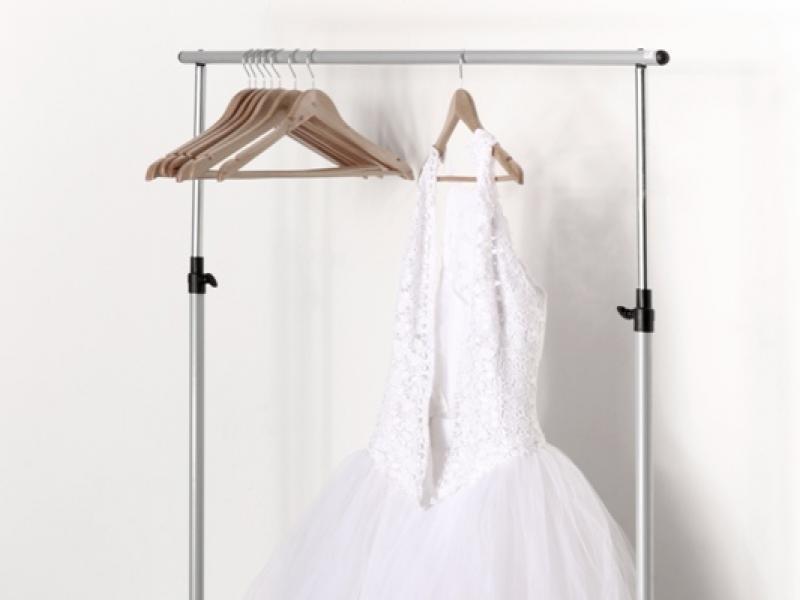 Jaka suknia ślubna dla figury z brzuszkiem?