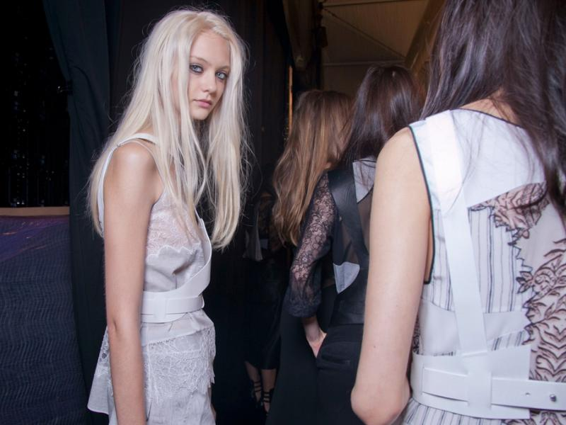 Jaki makijaż będzie najlepszy dla platynowej blondynki?