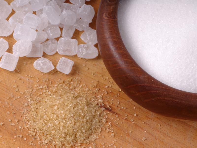 Cukier trzconowy sprzedawany czasem jako odmiana cukru brązowego, jest od niego jednak zdrowszy