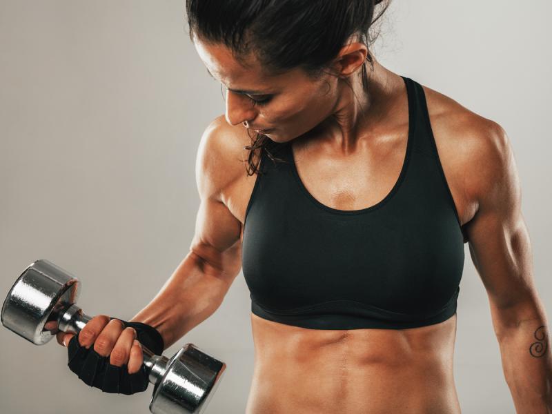 Jakie ćwiczenia na ramiona najlepiej wybrać? Efekty zauważycie już po kilku tygodniach