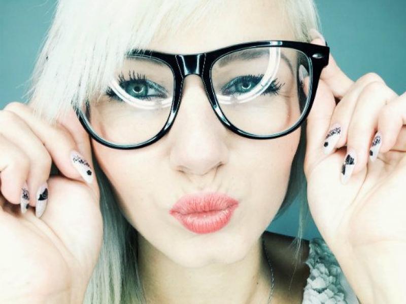 Jakie okulary pasują do twojego kształtu twarzy i koloru włosów?