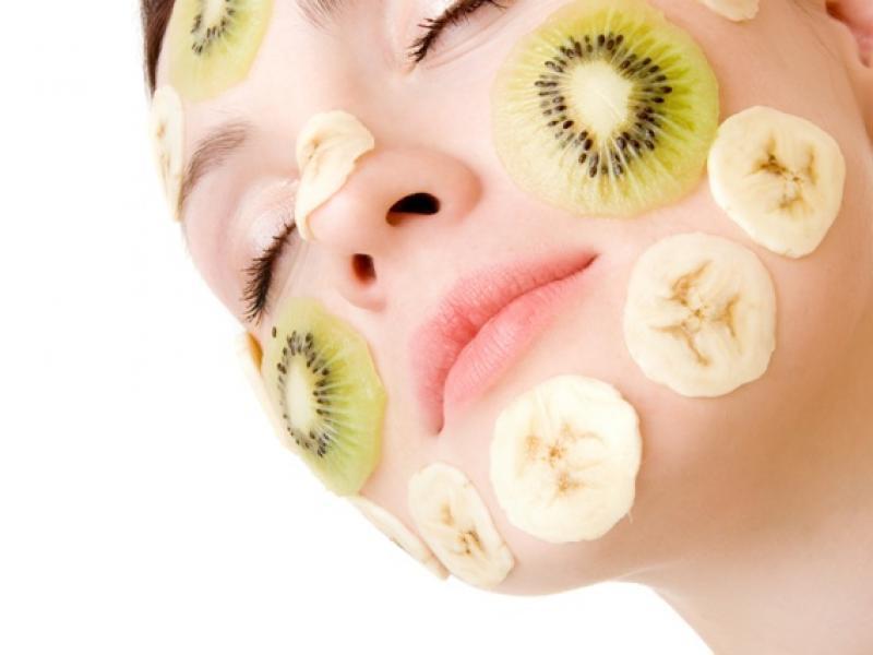 Jakie zabiegi na twarz oferują salony kosmetyczne?