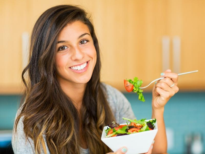 Jedz co chcesz – i chudnij? Czy takie myślenie ma rację bytu? Czym jest dieta IIFYM?